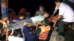 Biên phòng Quảng Bình cứu ngư dân co giật khi chạy bão số 4