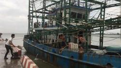 """Ngư dân Nghệ An chằng chống nhà cửa, neo tàu """"chạy đua"""" với bão số 4"""