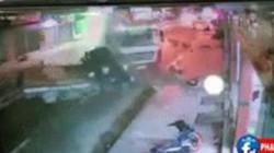 Clip khoảnh khắc xe bồn nổ lốp tông xe tải, lao vào nhà dân, 2 người chết