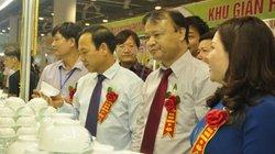 Mưa như trút, Hội chợ OCOP Quảng Ninh vẫn nườm nượp ngày khai mạc
