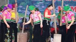 Thơm sực nức mùi lúa nếp ở hội giã cốm ở thung lũng Ngọc Chiến