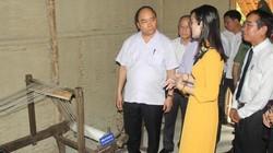 Thủ tướng dâng hương tại Nhà lưu niệm Bác Hồ ở TP.Huế