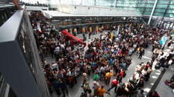 Mở nhầm cửa trong sân bay, vô tình khiến 200 chuyến bay bị hủy bỏ
