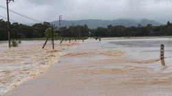 Mưa lớn, thủy điện xả lũ, nhiều xã ở Hà Tĩnh bị cô lập