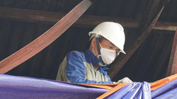 Ảnh-clip: Công nhân Cty Rạng Đông gấp rút quây bạt, dọn hiện trường