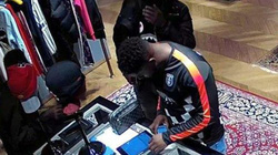 Anh: Băng nhóm lừa đảo rút tiền ATM, sống xa hoa như cầu thủ Ngoại hạng