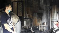 Vụ cháy Rạng Đông: Người dân thẫn thờ trước nhà nứt toác, trơ trụi