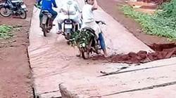 Lâm Đồng: Sau lũ, đường bê tông liên huyện 80 tỷ sụt lún, gãy rời