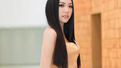 """Á hậu Thúy Vân trổ tài catwalk điêu luyện, """"chặt đẹp"""" đối thủ tại Hoa hậu Hoàn vũ VN 2019"""