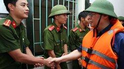 Phó Thủ tướng Vương Đình Huệ động viên bà con vùng lũ Hương Khê