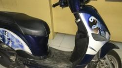 Mang xe gắn máy đi cầm cố, cô gái trẻ hoang báo bị cướp