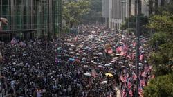 """Người biểu tình Hong Kong kéo đến lãnh sự quán Mỹ, TQ cảnh báo """"rắn"""""""