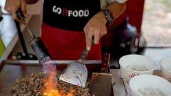 Giao đồ ăn thời 4.0: Hai ông lớn đối đầu, khách hàng hưởng lợi?