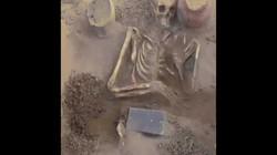 Tìm thấy vật thể bí ẩn giống iPhone trong ngôi mộ 2.100 năm tuổi tại Nga