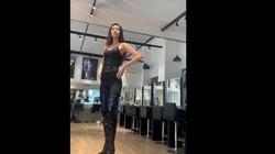 """""""Thót tim"""" nhìn học trò Hương Giang catwalk trên giày cao chót vót"""