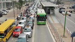 Cần làn đường riêng cho xe buýt ở trên các tuyến phố ùn tắc ở Hà Nội