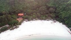 Xây biệt phủ trên vịnh Bái Tử Long: Dùng cát lậu làm bãi biển?