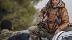 """Hàng nghìn khủng bố đổ xô tới biên giới Thổ Nhĩ Kỳ """"sống chết"""" với quân đội Syria"""