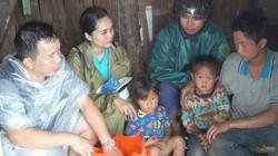 Bữa cơm trắng với đôi ba con ngóe của 2 đứa trẻ mồ côi mẹ