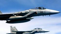 Chiến đấu cơ Mỹ suýt đâm phải 2 người khi đang bay tốc độ 555km trên trời