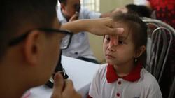 Ảnh-clip: Hàng nghìn học sinh gần Cty Rạng Đông được khám miễn phí