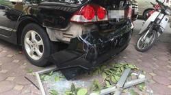 Cửa kính nhà chung cư bất ngờ rơi trúng ô tô, nhiều người thoát nạn