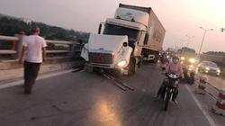 Hà Nội: Container tông nhiều người đi xe máy trên cầu Thanh Trì