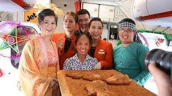 """Ai cho phép bà Tân Vlog đưa bánh Trung thu """"siêu to"""" lên máy bay Jetstar?"""