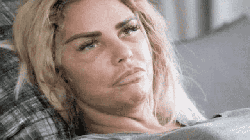 Katie Price và hệ luỵ phẫu thuật thẩm mỹ: Điện thoại không nhận nổi mặt