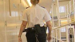 Anh: Phải lòng tù nhân, nữ nhân viên nhà tù lét lút quan hệ tới có thai