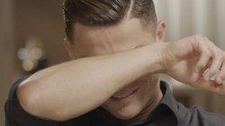 Ronaldo bật khóc vì xem hình ảnh chưa từng thấy về người cha quá cố