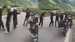 Nhóm phượt thủ hồn nhiên dừng xe giữa đường nhảy nhót