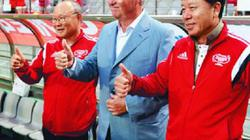 Báo Hàn: Kém xa Park Hang-seo, HLV Hiddink phải trả giá đắt