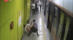 TQ: Bị sàm sỡ trên tàu điện ngầm, cô gái xuống ga đợi và diễn biến khó tin sau đó
