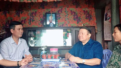 Chủ tịch Hội NDVN thăm, tặng quà đồng bào Quảng Bình sau lũ