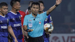 """Sau sự cố """"bẻ còi"""", VPF tính chuyện thuê trọng tài ngoại tại V.League"""