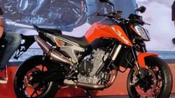 KTM 790 Duke mới về đại lý bán lẻ, Suzuki GSX-S750 toát mồ hôi
