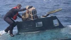 Mỹ: Chặn bắt tàu bán ngầm, choáng với số hàng cấm bên trong