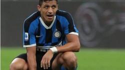 """Vì sao Alexis Sanchez """"mất tích"""" tại Inter Milan?"""