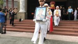 Hàng trăm người bùi ngùi tiễn đưa Anh hùng phi công Nguyễn Văn Bảy