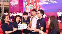 Duy Mạnh được fan tổ chức sinh nhật ở trường Marie Curie