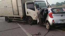 Taxi đối đầu xe tải, 2 người tử vong thương tâm