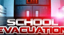 Cả trường học phải sơ tán chỉ vì nhân viên nghe nhầm từ khi gọi điện thoại