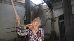 """Tận mắt thấy ngôi nhà cổ """"dọa"""" sập của cụ bà 78 tuổi"""