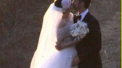 """Rò rỉ ảnh cưới của """"miêu nữ"""" Anne Hathaway"""