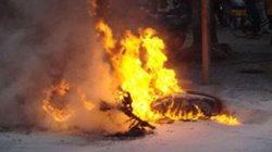 Bị thổi phạt, châm lửa đốt xe, đuổi đánh CSGT