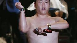 """Psy """"bán nude"""" nhảy Gangnam Style cực sung"""