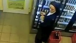 Đóng giả nữ tu, trộm bia trong cửa hàng
