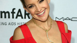 Kate Hudson quyến rũ với váy khoét cổ 'sâu hút'