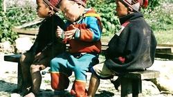 Vòng hay ăn chóng lớn cho trẻ Dao đỏ